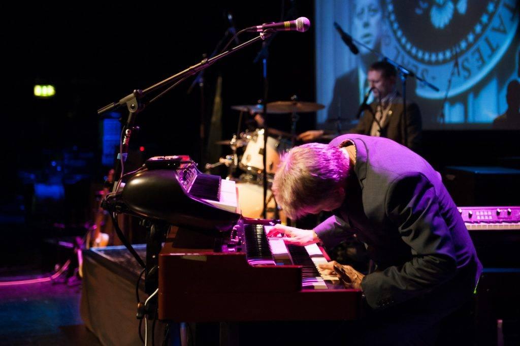 Playing hammond organ in 2014