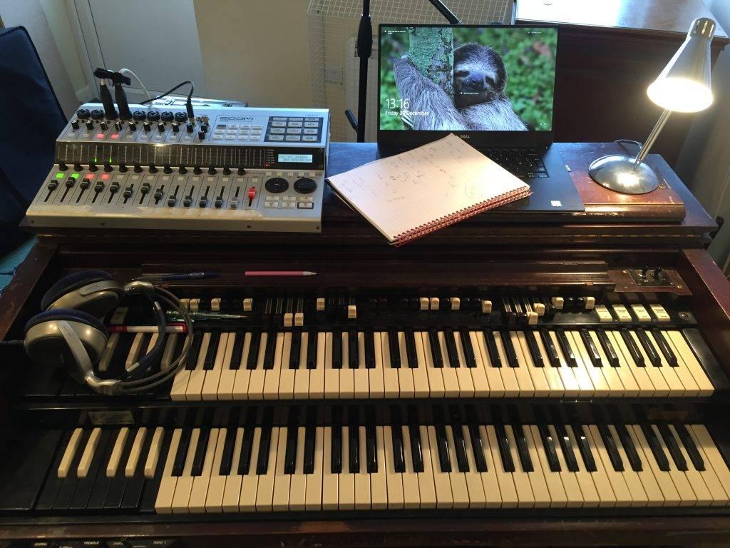 Session organ player studio setup